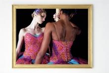 Yinka Shonibare, MBE, Odile and Odette IV, 124 x 161.3 cm (2005-2006). Coll. NMNM n° inv. 2010.4.4 © Yinka Shonibare, courtoisies de l'artiste et de Stephen Friedman Gallery (Londres).